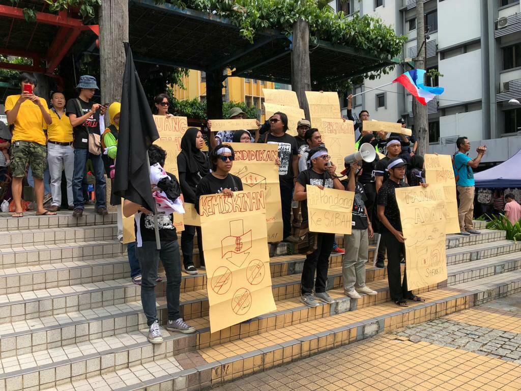 Police arrested eight student activists following peaceful rally in Kota Kinabalu, Sabah, Malaysia on Malaysia Day, September 16, 2018. ©Mukmin Nantang, 2018