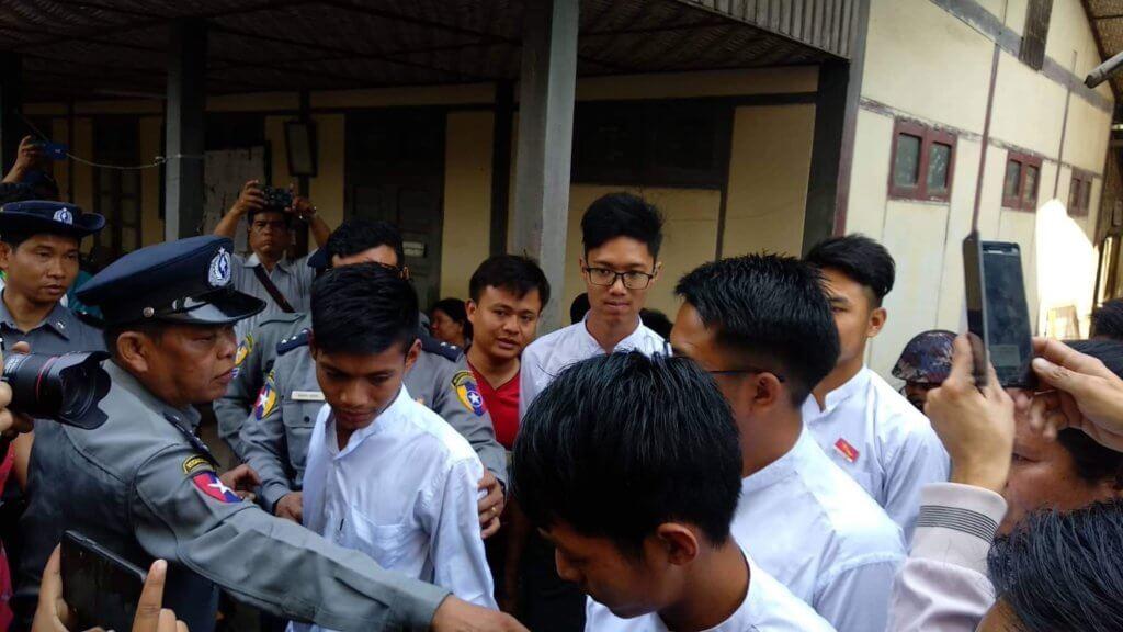 Arbitrarily detained students of Yadanabon University arrive at Amarapura Township Court, February 13, 2019. ©Yadanabon University Student Union