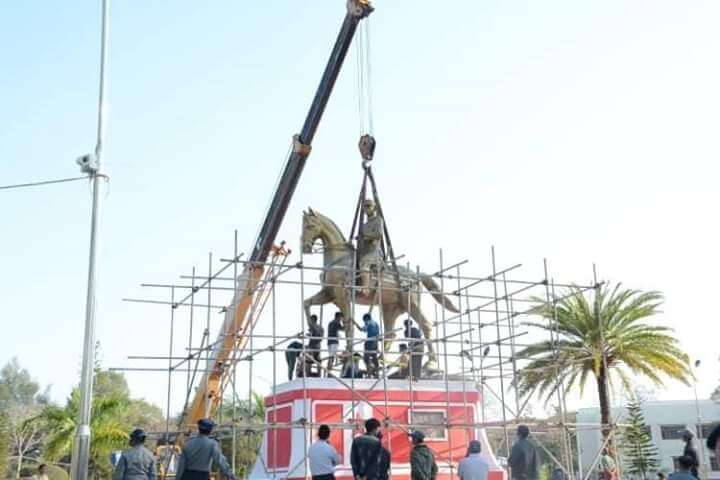 Installation of statue of General Aung San, Kandar-Haywun Park in Loikaw on February 1, 2019. ©Progressive Karenni People Force