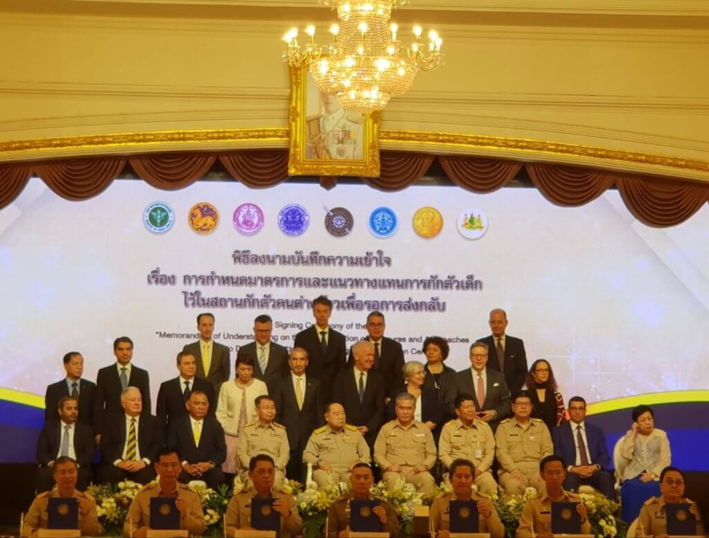 Thai authorities and members of the diplomatic community at the signing ceremony of the MoU to end child detention. ©Caritas Bankok, 2019