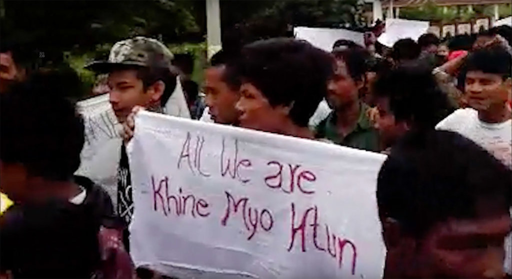 Demonstrators in Sittwe calling for the release of Khaing Myo Htun in 2017. ©Fortify Rights, 2017