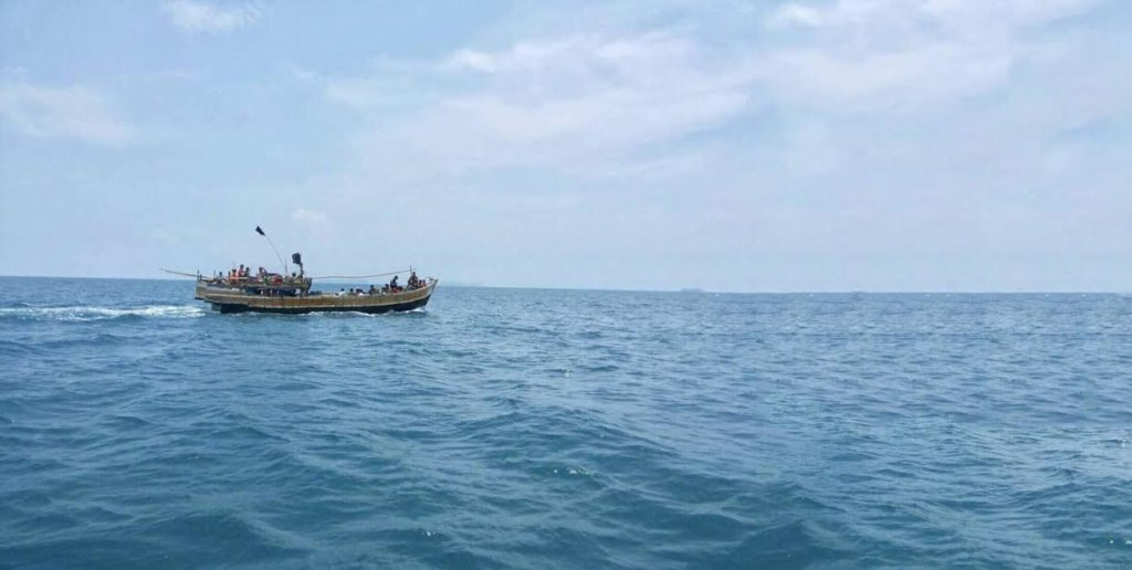 A boat carrying 56 Rohingya-refugee men, women, and children off the coast of Thailand. ©Chutima Sidasathian, April 2018
