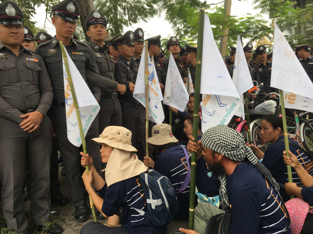 """On January 20, 2018, around 100 members of """"People Go Network"""" took part in a peaceful  """"We Walk Friendship March"""" starting at Thammasat University on Rangsit Campus in Pathum Thani Province. More than 200 police officers attempted to block protesters from leaving the campus. ©Fortify Rights 2018"""