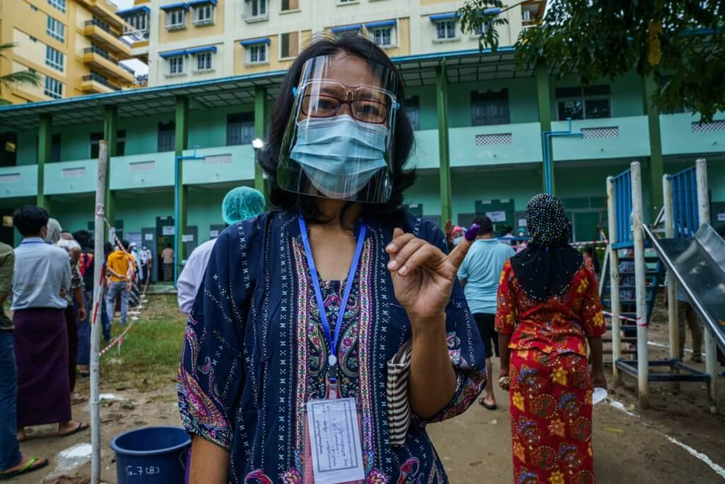 A woman wearing a protective mask at a polling station in Yangon. ©Cape Diamond, 2020